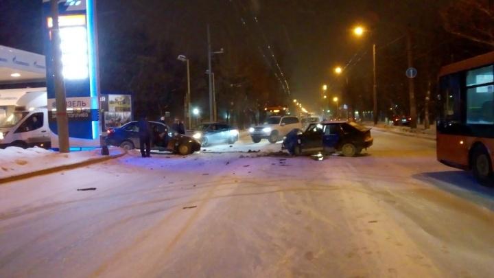 «Пытался объехать по встречке»: в ДТП на Куйбышева пострадали два водителя