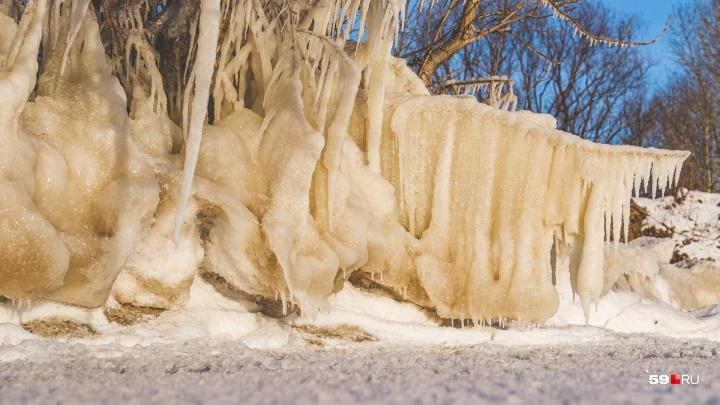 Жителей Прикамья предупреждают о сильном гололеде и изморози