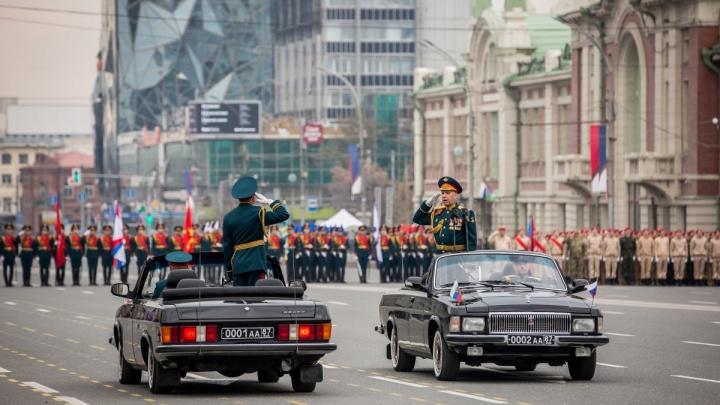 Центр Новосибирска перекроют в час пик для репетиции парада