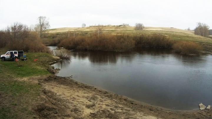 Открыл сезон: южноуралец утопил в реке трактор и погиб сам