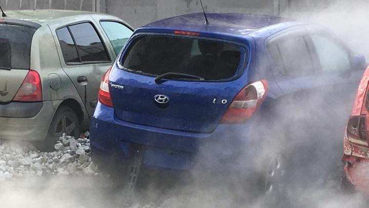 Водителям, чьи машины пострадали от прорыва трубы на ВИЗе, оплатят ремонт