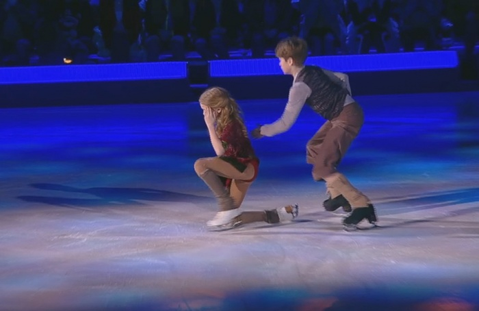 После падения Алиса Овсянкина с трудом встала на ноги, но продолжила выполнять номер
