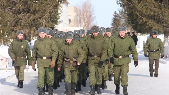 Новосибирским военным дали балаклавы, валенки и сало из-за арктических морозов