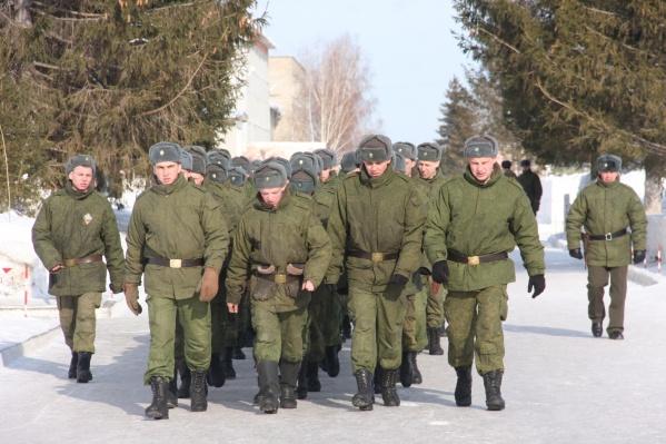 Военные ограничили полевые занятия и теперь занимаются в помещениях