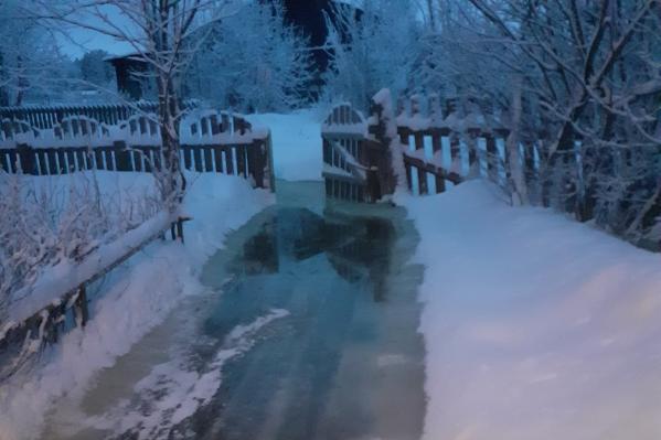 Вода подобралась к жилым домам еще в конце января<br>