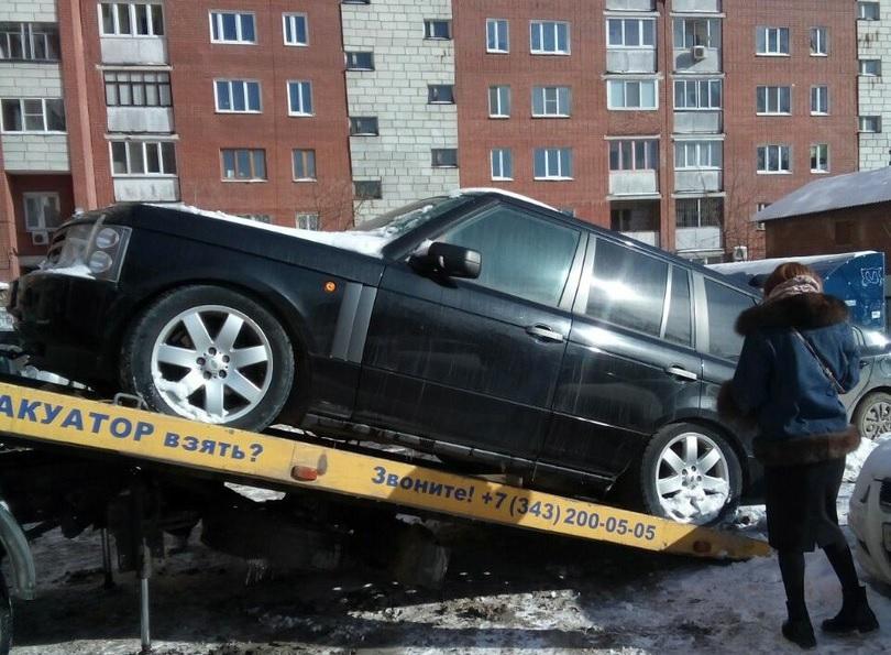 Ужительницы Екатеринбурга закоммунальные долги арестовали Range Rover