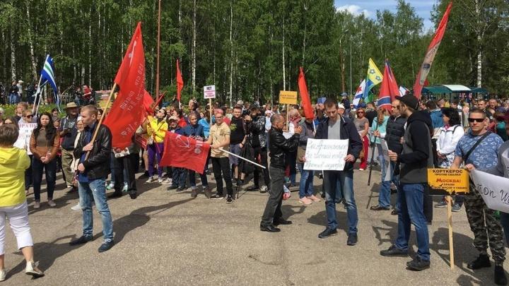 В Сыктывкаре несколько тысяч человек вышли на митинг против строительства мусорного полигона в Шиесе