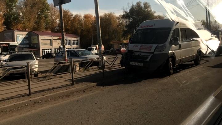 Появилось видео с моментом аварии, в которой пострадали две пассажирки маршрутки