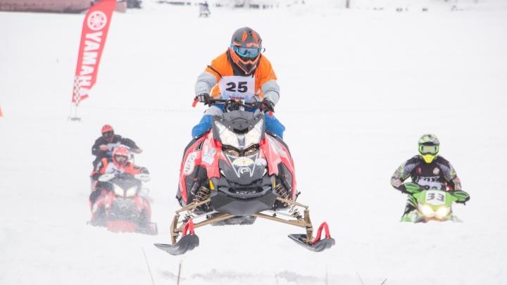 Драйв на льду Кузнечихи: смотрим лучшие фото со снегоходного фестиваля «Snow Поморье» в Архангельске