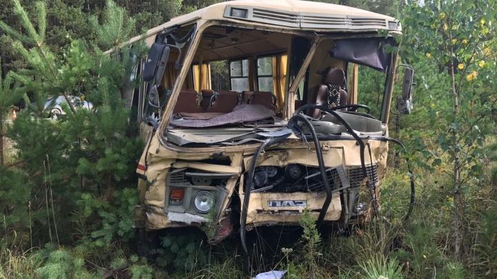 В ДТП с пассажирским автобусом под Арамилем один человек погиб и 12 ранены