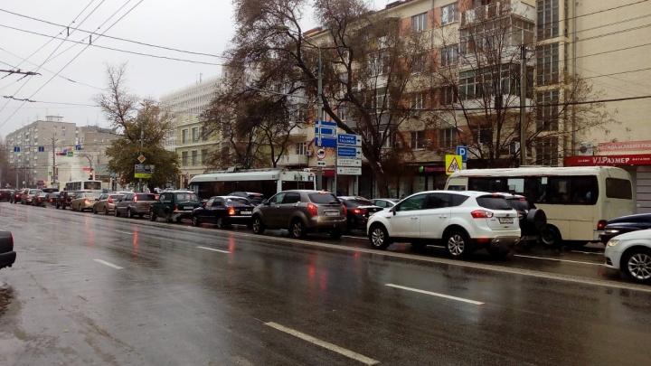Снова не ждали: ледяной дождь поставил Ростов в девятибалльные пробки