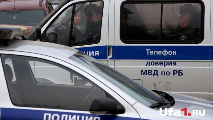 В Башкирии разыскивают мужчину в чёрных очках, напавшего на офис микрозаймов
