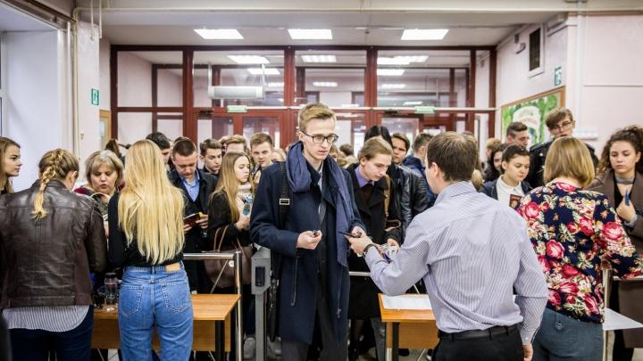В школах и колледжах усилили охрану из-за стрельбы в Барабинске