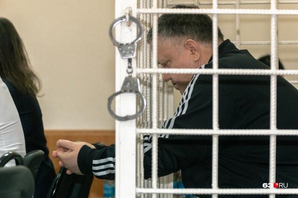 Вместе с Сергеем Гудованым перед судом предстали двое его коллег и два бизнесмена. Но Гудованый получил самый суровый приговор из всей пятерки обвиняемых