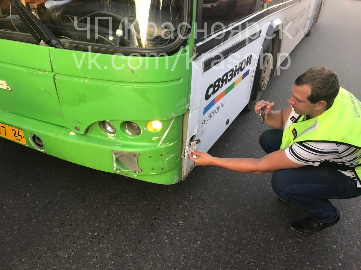 ВОктябрьском районе автобус перевернул ВАЗ сводителем-пенсионером