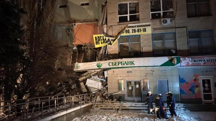 В Новочеркасске обрушилась часть четырехэтажного здания