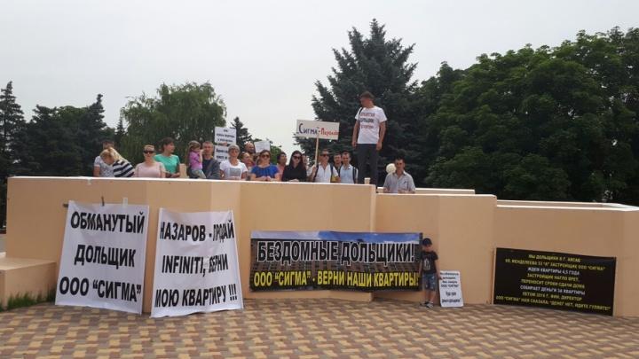 Обманутые дольщики вышли на митинг в Аксае
