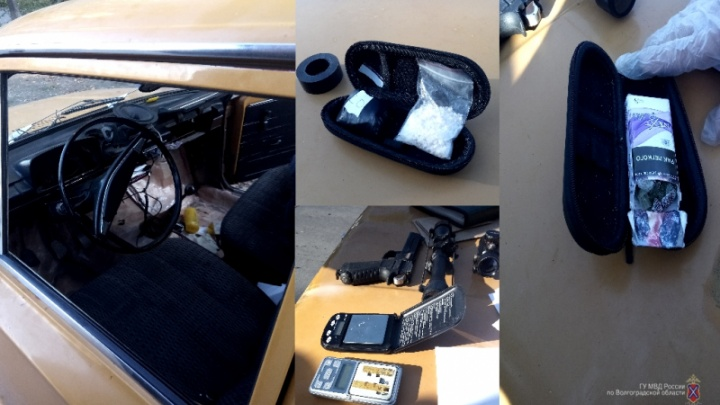 В Волжском на «копейке» наркокурьеры без водительских прав развозили товар