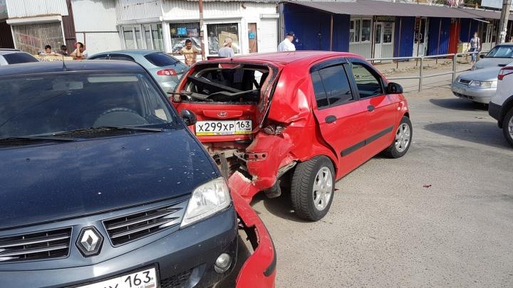 В Самаре водитель маршрутки задел автомобиль с беременной пассажиркой