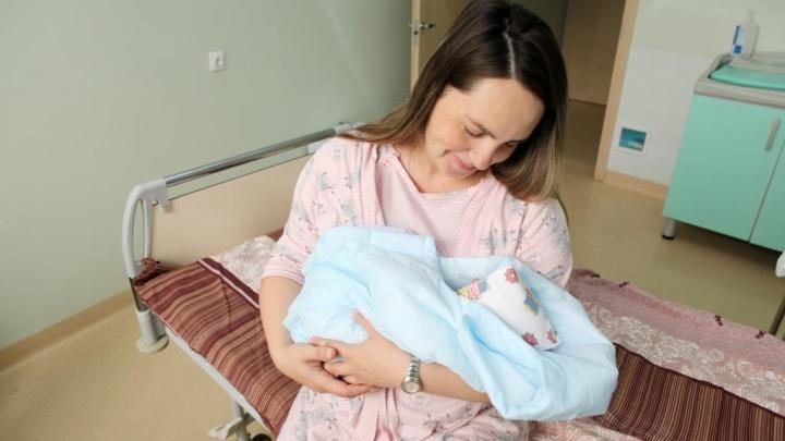 Плюшевый мишка — в подарок: в ярославском перинатальном центре родился юбилейный 30-тысячный малыш