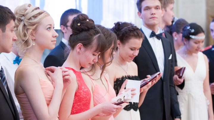 В Екатеринбурге объявили даты последних звонков и выпускных вечеров