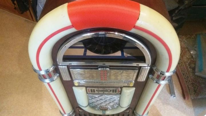 Омич отреставрировал музыкальный автомат с помощью 3D-принтера