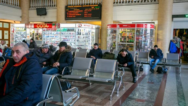Ответственного за безопасность на красноярском ж/д вокзале избили в подъезде