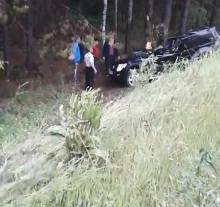 В Башкирии серьезное ДТП: внедорожник вылетел с дороги в кювет