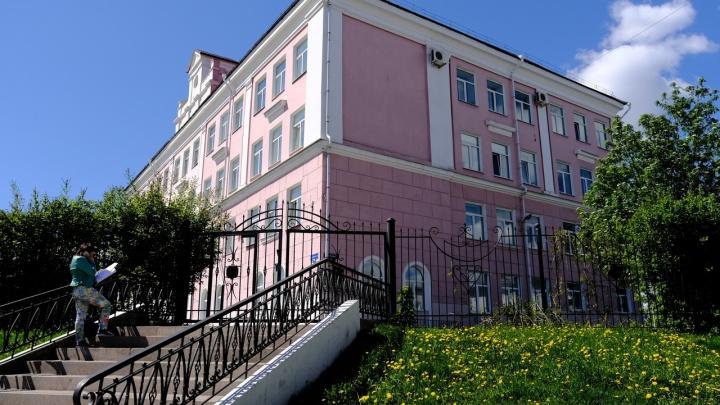 В пермской гимназии сделали разный проходной балл для девочек и мальчиков. Для мальчиков он ниже