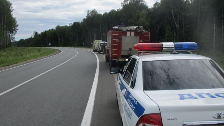 Водитель оказался заблокирован в салоне: на трассе автобус с пассажирами столкнулся с эвакуатором