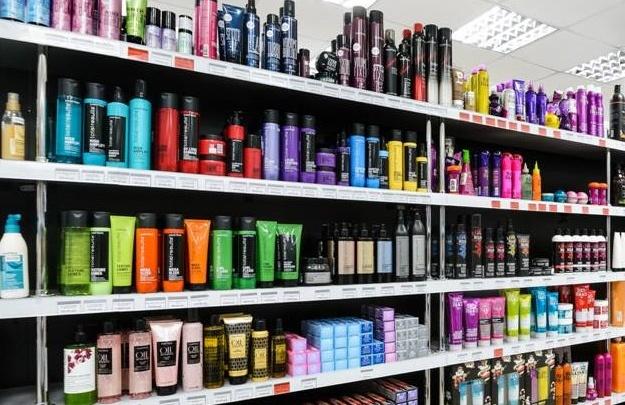 Магазины снизят цены в выходные на брендовую косметику