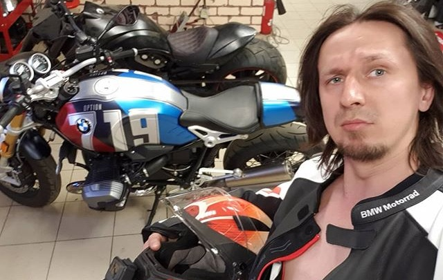 За несколько часов до гибели байкер, разбившийся в Подмосковье, выложил видео, где рулит ногами