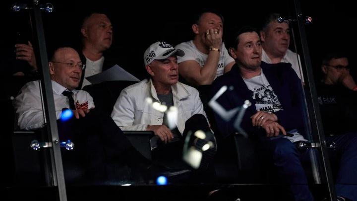 Безруков и Газманов следили за боем Михаила Рагозина и Леонардо Сильвы в Екатеринбурге