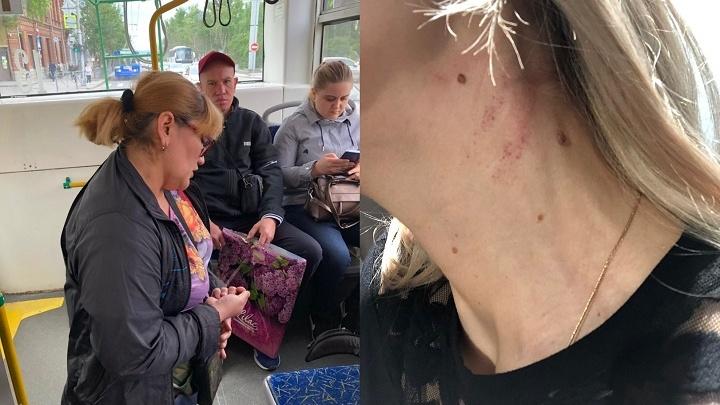 «Вцепилась в шею»: кондуктор новосибирского троллейбуса набросилась на пассажирку