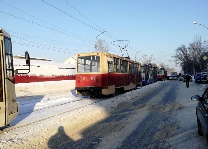 Авария случилась на улице Гурьевской недалеко от перекрёстка с улицей Толстого