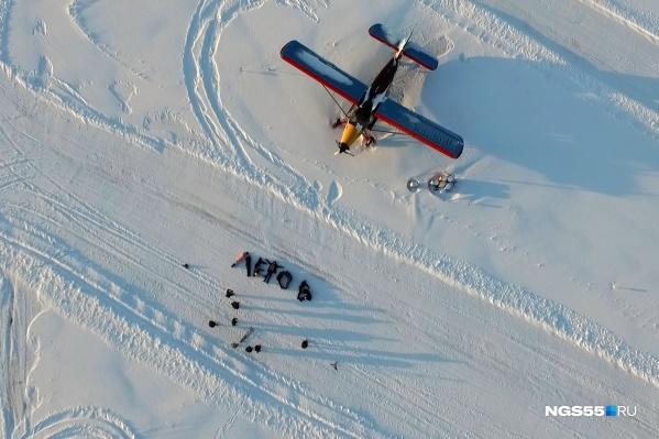 «Неофициально этот аэродром я могу хоть в честь самого себя назвать, ведь аэропорт Омск-Центральный тоже переименуют только на словах», — пояснил владелец аэродрома Александр Анисимов