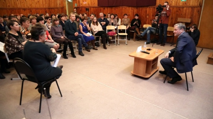 Губернатор съездил в Звериноголовский район к бастующим учителям