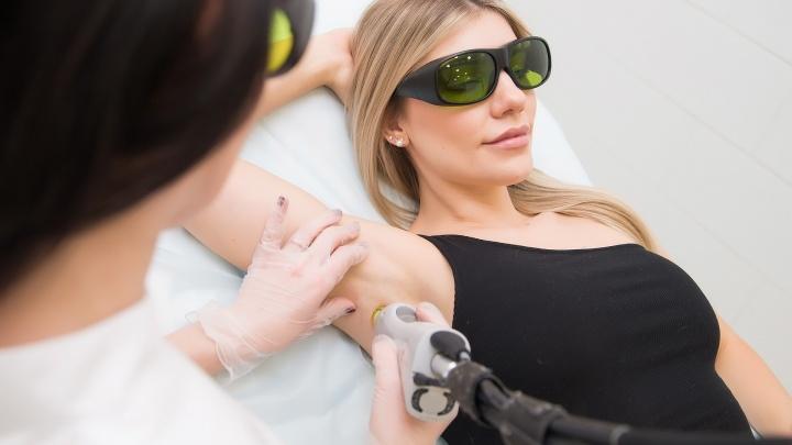 Скоро вернется жара: где сделать лазерную эпиляцию и удалить ненавистные волосы-пеньки с гигантской скидкой