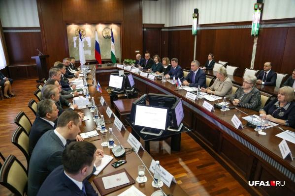 Конференции из здания правительства в видеоформате практикуют уже не первый год