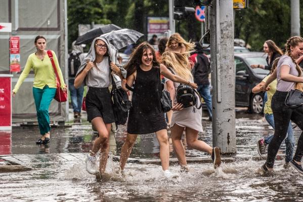 Затопленный пешеходный переход на пл. Ленина