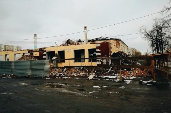 Здания бывшей фабрики пошли под снос