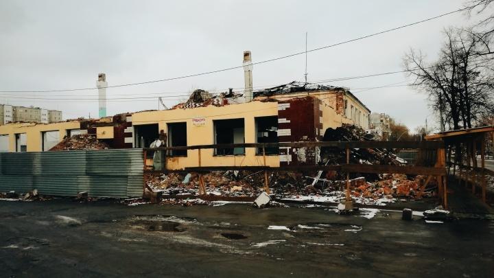 «Проведем реновацию»: в Копейске начали снос бывшей фабрики валерьянки и боярышника