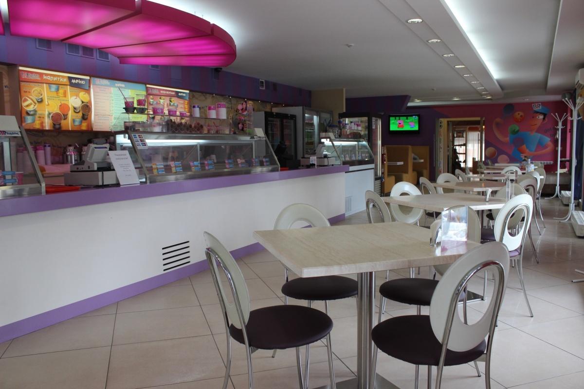 Baskin Robbins на улице Каменской было единственным заведением формата кафе-мороженое, работавшим вне торговых центров