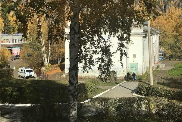 Девушку нашли возле кафе Дивногорска и увезли в реанимацию. Местные говорят о жестоком изнасиловании