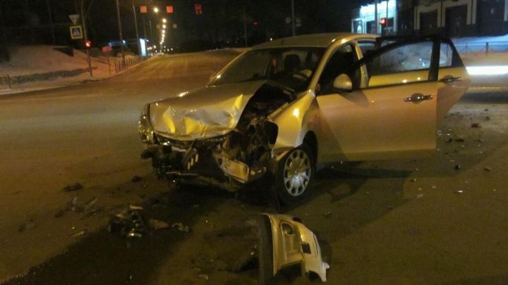 Два водителя без полисов ОСАГО попали в аварию на Красном проспекте