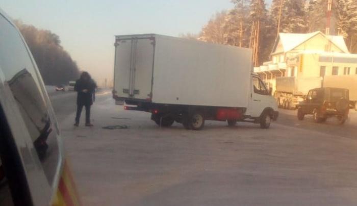 Водитель этой «газели» пытался развернуться в сторону Тюмени и получил удар от Chevrolet