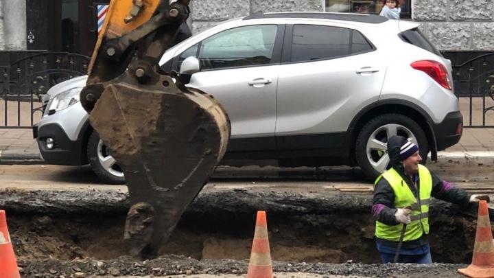 «Дома остались без воды»: в Ярославле устраняют последствия аварии, из-за которой произошёл потоп