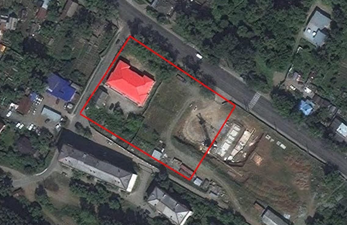 Квадрат с красной заливкой — это здание земской школы, а красные линии — территория, которую собираются застраивать