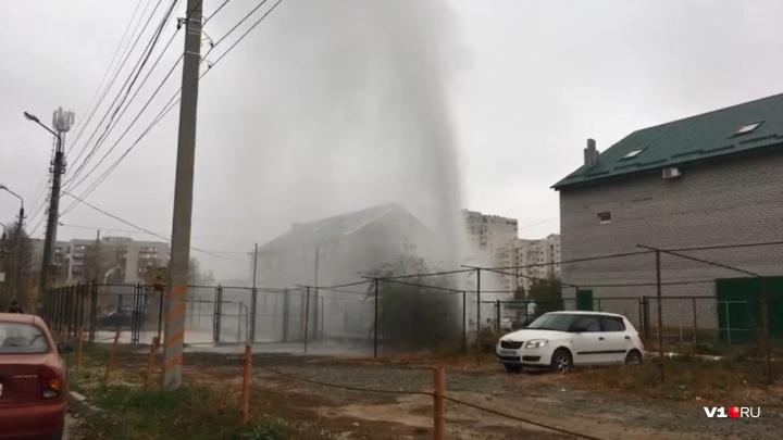 Без отопления 10 домов: в Волгограде устраняют порыв на теплопроводе