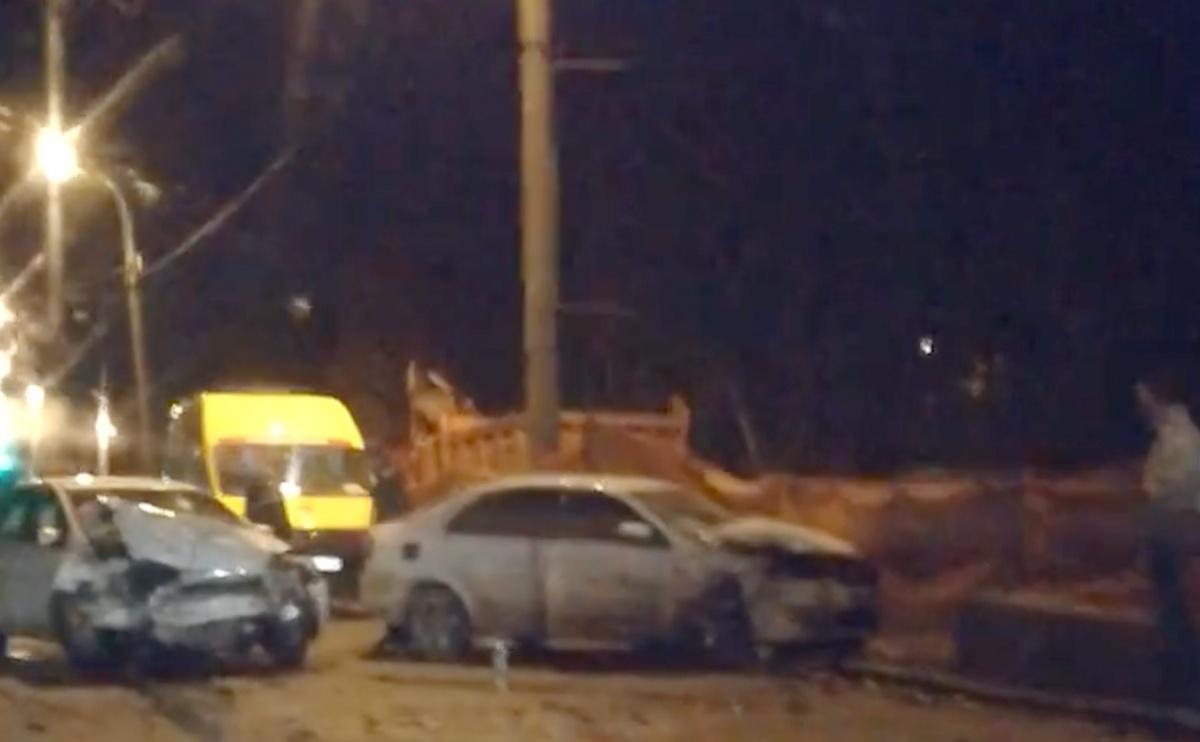 Оба автомобиля получили сильные механические повреждения